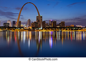 Image of St. Louis downtown with Gateway Arch at twilight.