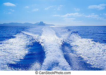 Es Vedra and Vedranell islands boat wake