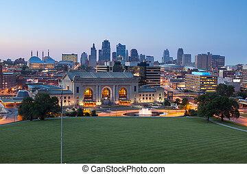 Image of the Kansas City skyline at twilight.