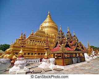 Shwezigon Paya Pagoda, Landmark in Bagan, Myanmar.