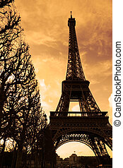 Silhouette of the Eiffel tower at sunset - Paris, France